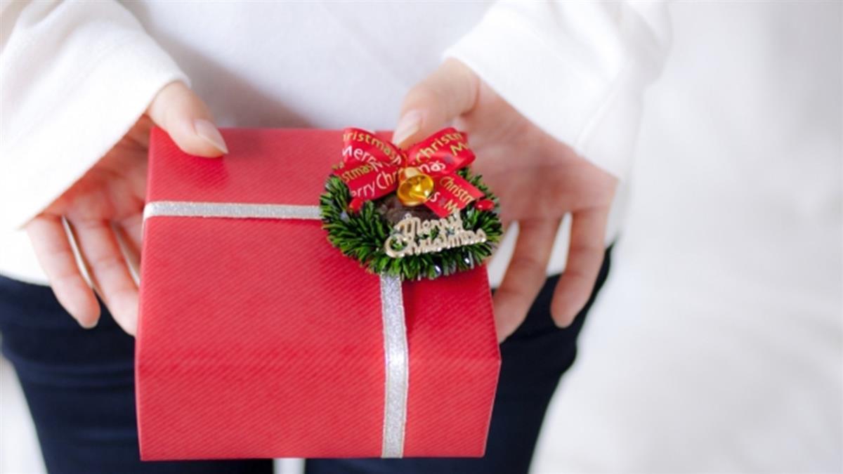 聖誕交換禮物 她收地獄級薄片!網歪:哪買