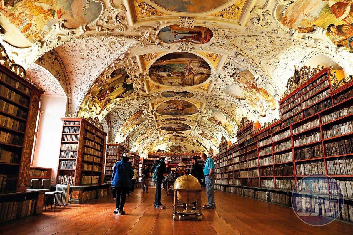 獨家踩進布拉格最美圖書館 讓其他遊客羨慕嫉妒恨