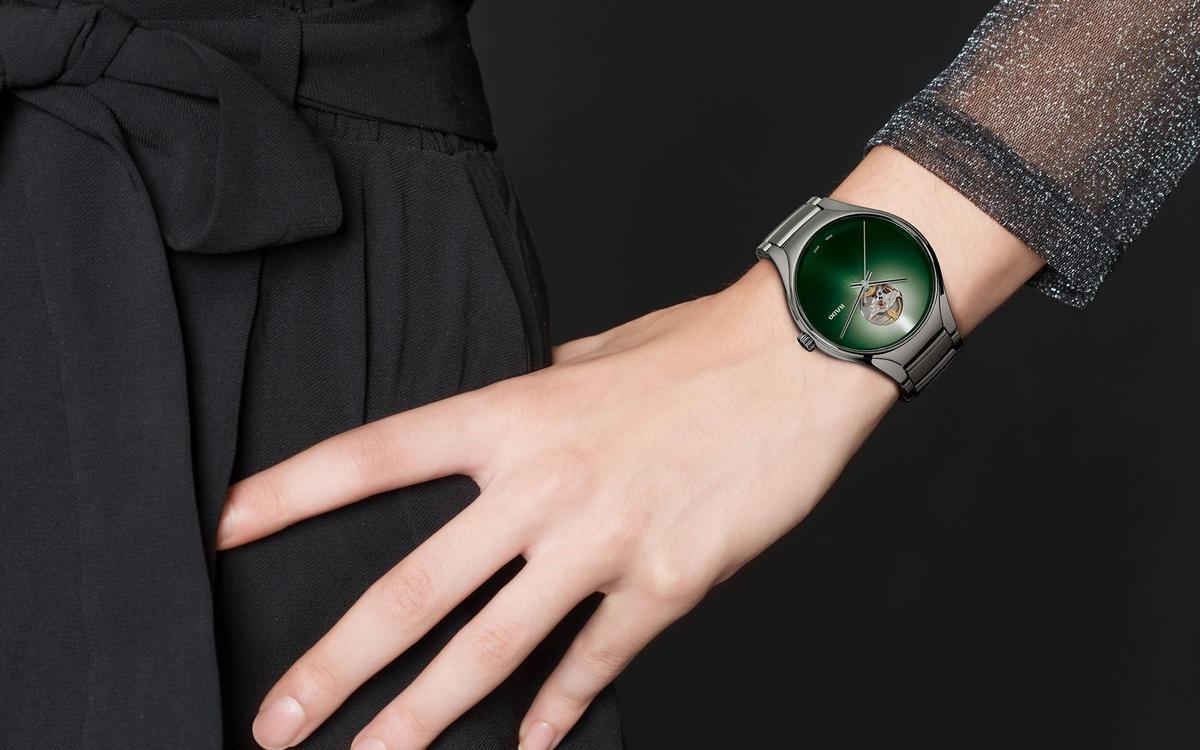 漸層堆疊的極簡美學!雷達表True Secret鏤空自動腕錶