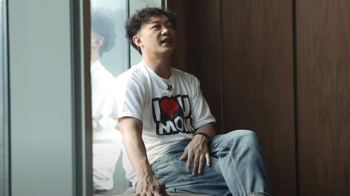 陳奕迅留學被惡整 整個人對折塞進塑膠桶