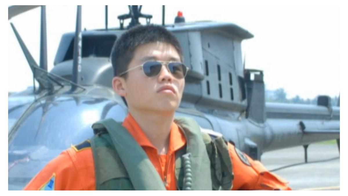 殉職飛官簡任專10年內升少校 5天前探視父母成最後一面
