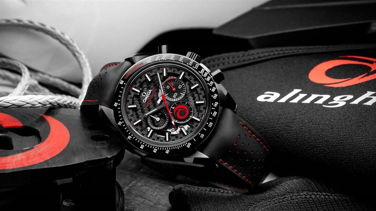 汲取高科技帆船為靈感!OMEGA推出超霸月之暗面ALINGHI腕錶