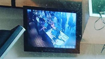 凌晨買麥當勞毛炸!監視器冒10人頭 一看櫃台空蕩蕩