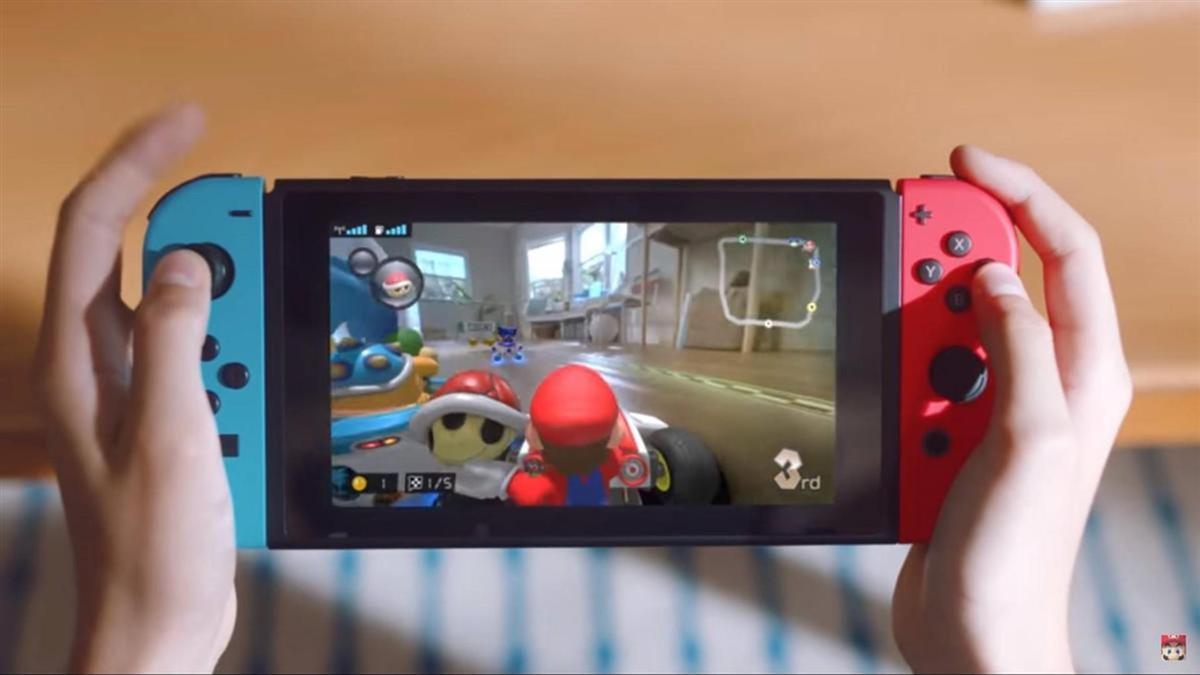 客廳當賽道、毛孩變巨獸 《瑪利歐賽車》大玩AR創造新遊戲體驗