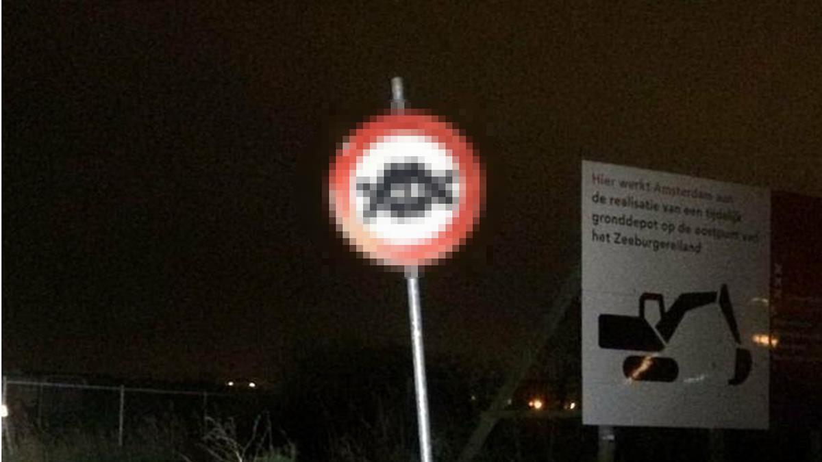 前有紅燈區?獵奇標誌立路邊 正確答案出爐了