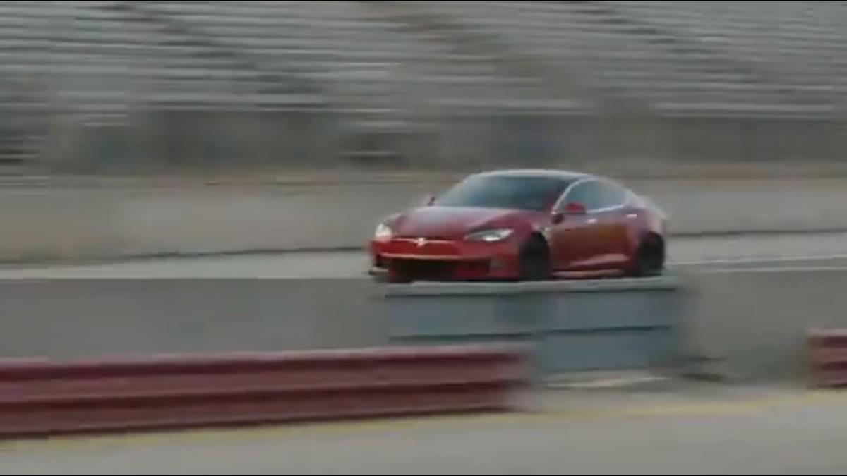 特斯拉「三馬達Model S」開放訂購 售價518萬加速2秒破百