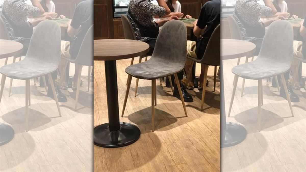 路易莎內用「開桌打麻將」他傻眼PO照:就坐在店員前面!