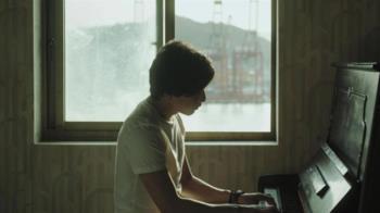 拍《親愛的房客》才學鋼琴 小朋友變音樂神童