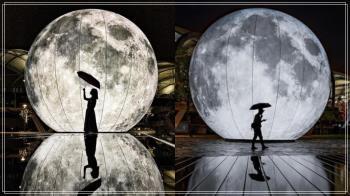 月亮怎麼掉到這裡惹!限時美景「10公尺擬真月亮」隨便拍都仙到哭