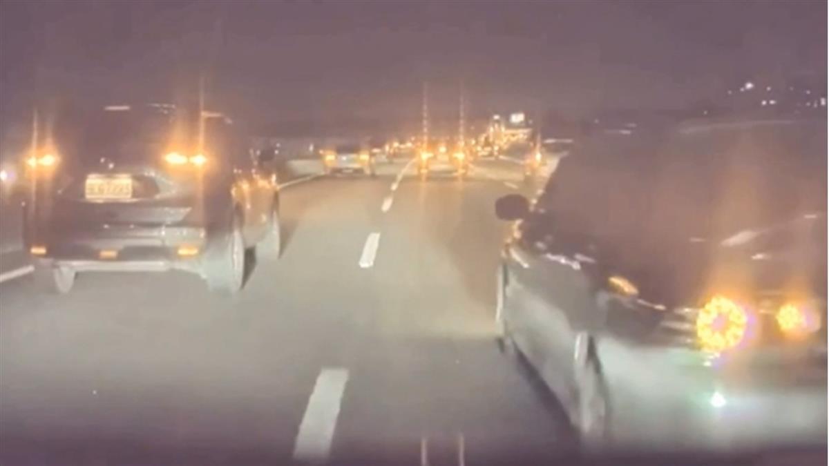獨/國道遇車強行切入險撞 特斯拉自駕系統「神救援」