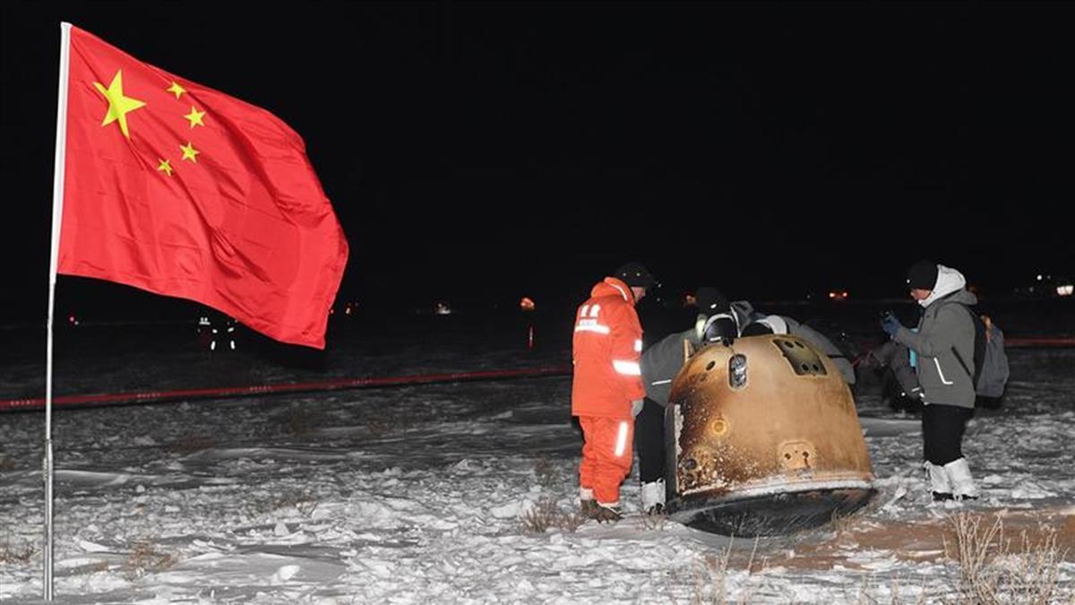 時隔半世紀!嫦娥五號裝載2kg月球土壤 安全重返地球