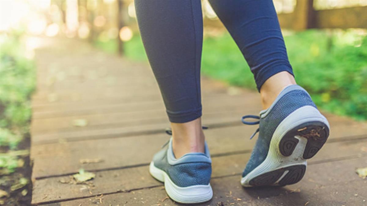 走路變慢恐不只是老化 巴金森症10大警訊要注意