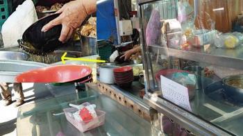 高雄跳蚤市場攤販爆回收剩湯再賣 業者喊冤:沒那壞習慣