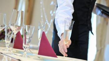 畢業生薪資公開 住宿餐飲科系最差「轉對行加薪7千」